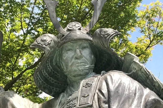 武田勝頼の銅像