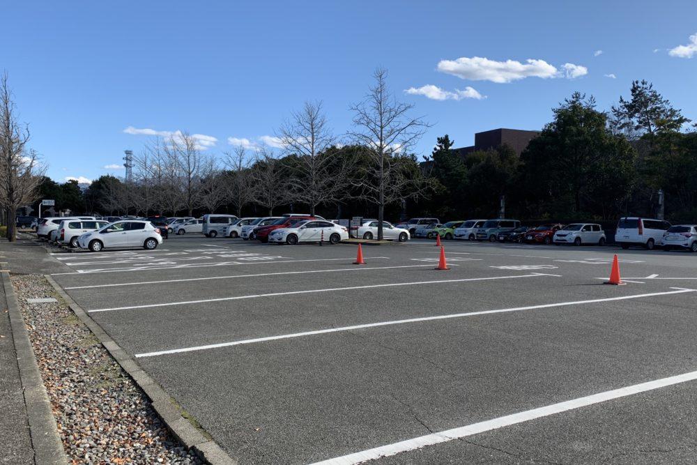 山梨 美術館 駐車場
